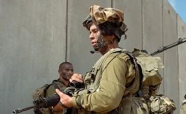 soldados-en-el-muro