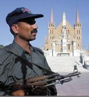 el-ejercito-protege-los-templos-cristianos-en-pakistan