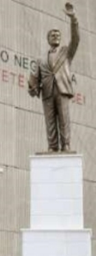 estatua-de-bill-clinton-en-kosovo