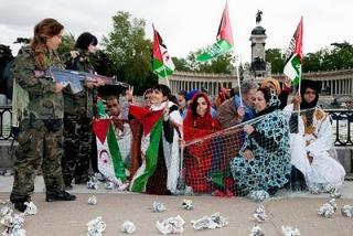 activistas-escenfican-en-el-retiro-la-ocupacion-del-sahara