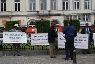 las-pancartas-de-moto-en-bruselas