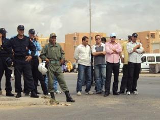 policias-y-marroquies-se-enfrentan-a-saharauis