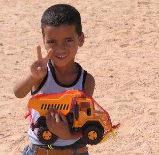 juguetes-para-los-ninos-saharauis