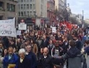 manifestacion-en-madrid-por-el-no-a-la-guerra-en-libia