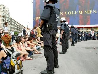 la-policia-catalana-desaloja-violentamente-el-campamento-de-barcelona
