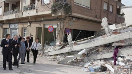 zapatero-visita-lorca-tras-el-terremoto1