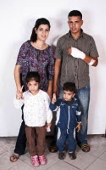 maria-belen-lopez-diaz-con-su-marido-saharaui-y-sus-dos-hijos