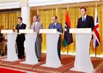 Cameron y Sarkozy en Libia