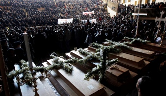 Funerales por coptos muertos en Egipto. Foto Blobedia