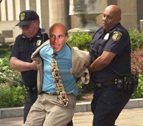 Greg Palast, detenido. Foto de