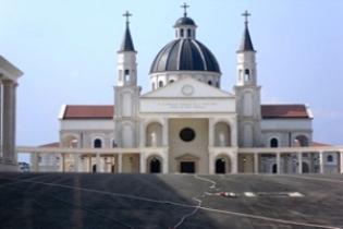 vista-parcial-de-la-basilica-inmaculada-concepcion-de-mongomo