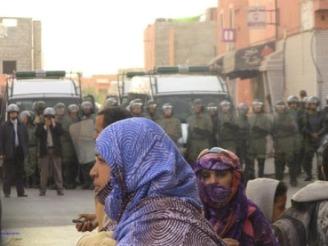 policia-marroqui-carga-contra-saharauis-en-el-aaiun1
