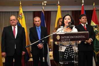 Brufau con los embajadores de Venezuela, Bolivia, Nicaragua, Bolivia (en el atríl) y Ecuador, Foto El País. El Diplomático