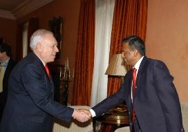 el-ministro-de-asuntos-exteriores-de-espanay-el-secretario-general-de-amnistia-internacional