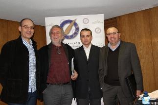 Participantes en la mesa redonda de periodistas de televisión. De izquierda a derecha: José Antonio Guardiola (TVE), Aurelio Martín, vicepresidente de la FAPE y moderador; Gabriel Cruz (Telecinco) y Teo Lozano (Antena 3)