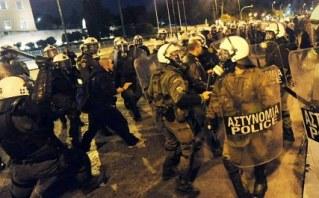 policia-griega-defiende-el-parlamento