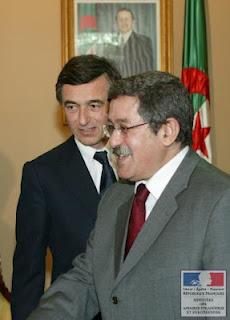 El  primer ministro y líder del RND, Ahmed Ouyahia, con el presidente argelino.