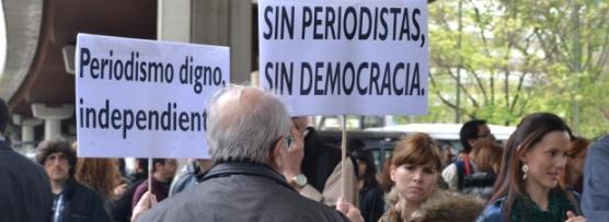La sociedad atiende la llamada de la FAPE y arropa a los periodistas en el Día Mundial de la Libertad de Prensa