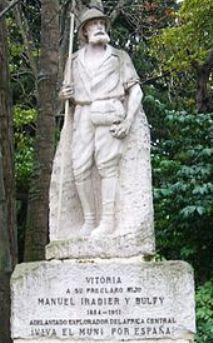Monumento dedicado a Manuel Iradier en Vitoria, España