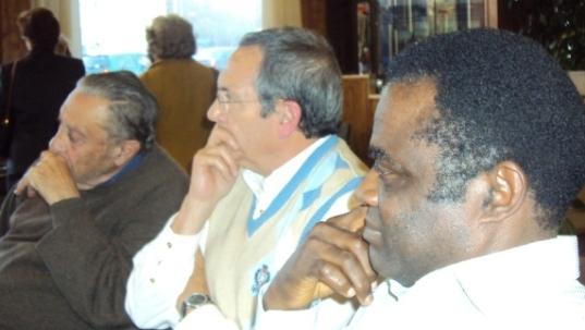 Weja Chicampo, en una reunión de la asociación APPA, junto a los coroneles Camacho y Perote