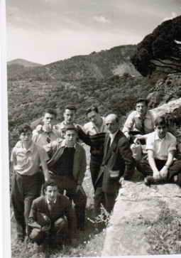 Alfredo Malo de excursión con sus discípulos