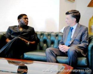 Teodorín recibe las felicitaciones del embajador de España en alabo