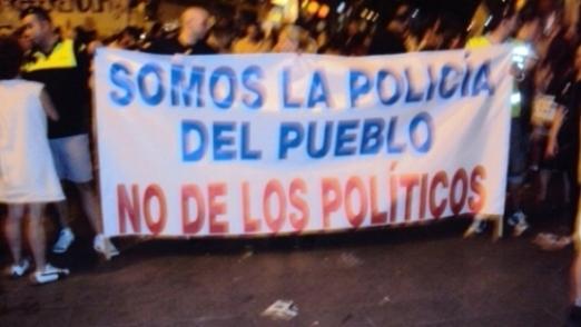 la-policia-con-el-pueblo1