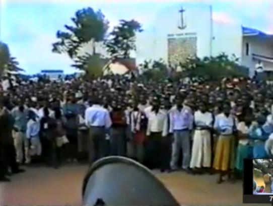 Bata 1996,  durante  un mitin del Partido del Progreso