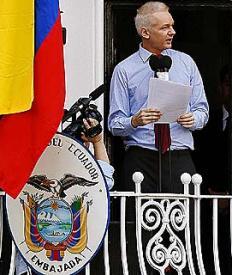 Julian Assange en la sede diplomática de Ecuador en Ondres