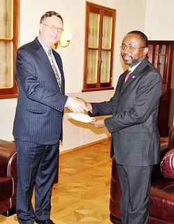 El nuevo Embajador de Estados Unidos, Mark L. Asquino, entrega al Ministro su acreditación (Of. Inf. y Prensa GE)