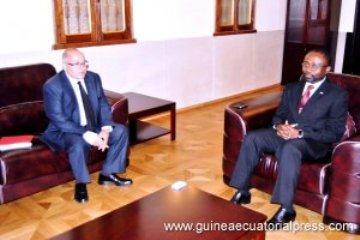 ministro-de-exteriores-de-guinea-ecuatorial-y-consejero-de-la-embajada-de-francia