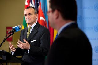 El representante francés ante la ONU, Gérard Araud, interviene ante la prensa tras la reunión del Consejo de Seguridad de la ONU sobre Malí, el pasado día 4. UN Photo/J Carrier