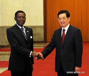 Obiang Nguema con el Presidente de China. Foto Agencia China de Noticias