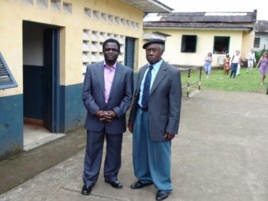 Weja Chicampo con Secundino Lola Bokirio, Presidente del Consejo de Ancianos de Rebola (Malabo)