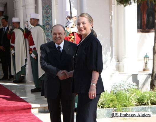 Hillary Clinton y Abdelaziz Buteflika. Foto Embajada de EEUU en Argel.