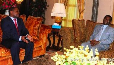¿De qué se estarán riendo Obiang y Plácido Micó?. Foto de Archivo.