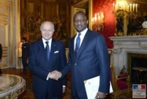El ministro Laurente Fabius con Tiéman Coulibaly, ministro de Exteriores de Malí.