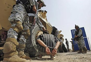 Iraqi commandos secure a suspect. (Ali Yussef/AFP/Getty Images)