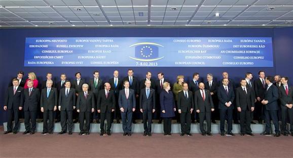 Los jefes de Estado y de Gobierno de la Unión posan en la foto de familia del Consejo Europeo que se celebró en Bruselas (Foto La Moncloa)