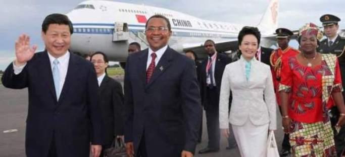 El presidente Xi Jinping y su esposa Peng Liyuan, con el presidente de Tanzania, Jakaya Mrisho Kikwete y su esposa, Salma Kikwete