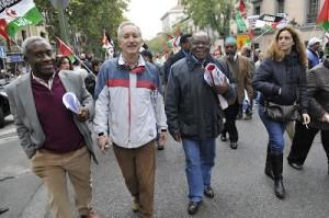 El dirigente opositor Severo Moto a la derecha de Eugenio Pordomingo (Espacios Europeos) y su lugarteniente Armengol Engonga. Todos participando en Madrid en una manifestación de solidaridad con el pueblo saharaui. Foto: Ricardo Aznar
