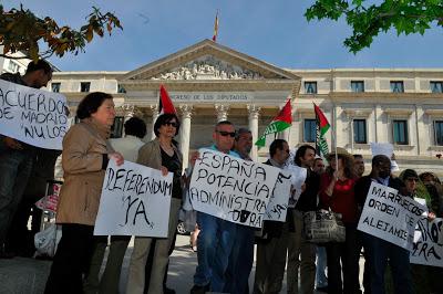 Comienzo de la campaña de la APDHE por la nulidad de los llamados acuerdos de Madrid, el 15 de abril de 2011. Foto: Ricardo Aznar