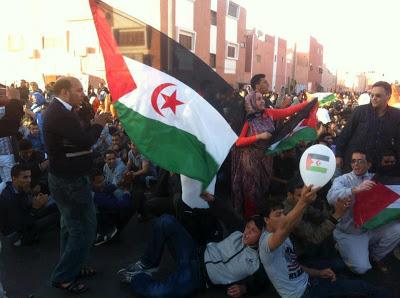 Una de las manifestaciones Manifestación registradas en El Aaiún tras aprobarse la resolución 2099, el pasado 25 de abril. / Foto: Red de Medios Radio Maizirat.