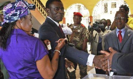 Obiang Nguema  votando el 26 de mayo