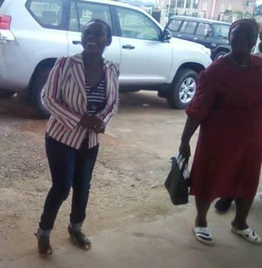 Clara Nsegue Ayi, acompañada ´por un familiar