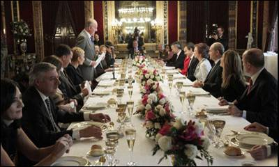 Los poderosos, en este caso SM con la Ejecutiva de Zapatero
