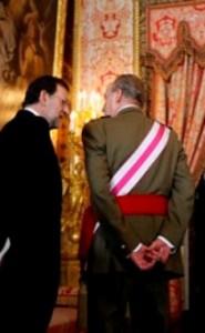 Mariano Rajoy y el Rey Juan Carlos, de espaldas a los españoles