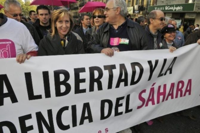 Rosa Díez con  la plana mayor de UPyD en la gran  manifestación anual por el Sáhara Español en 2008. Foto de Ricardo Aznar.