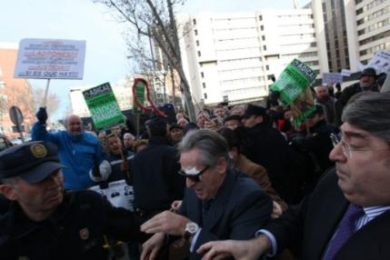 Miguel Blesa abucheado a la llegada a la Audiencia Nacional. Foto de Nacho Martín en  El Economista