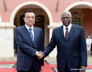 El primer ministro de China, Li Kequiang, y el presidente de Angola, José Eduardo dos Santos